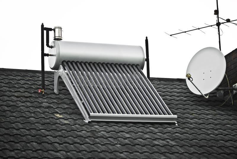 Ηλιακός θερμοσίφωνας στοκ φωτογραφία με δικαίωμα ελεύθερης χρήσης