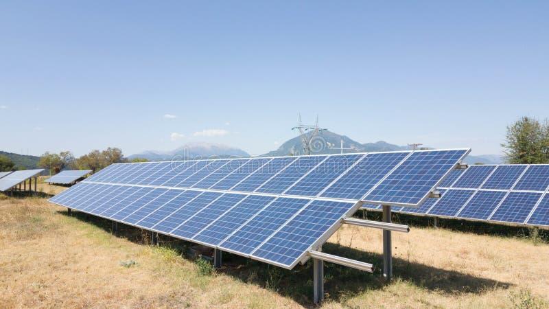 Ηλιακό φωτοβολταϊκό πάρκο energ στοκ εικόνες με δικαίωμα ελεύθερης χρήσης