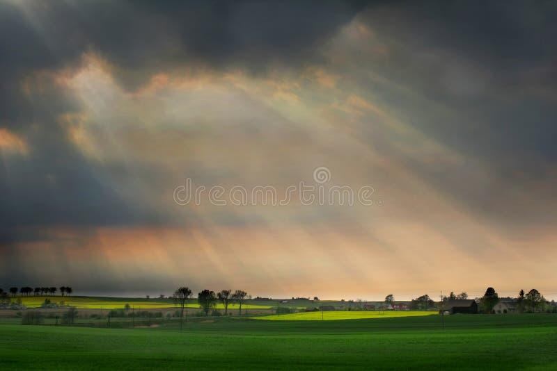 ηλιαχτίδες σύννεφων στοκ εικόνες με δικαίωμα ελεύθερης χρήσης
