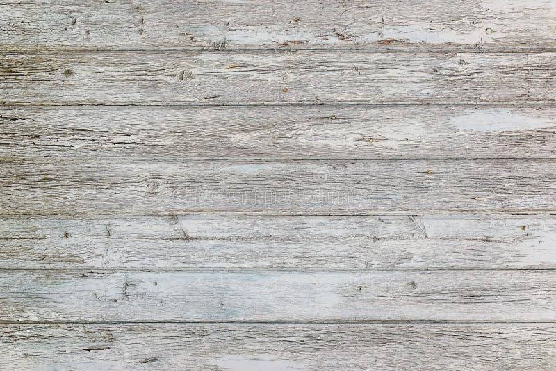 Ηλικίας επιφάνεια των οριζόντιων ξύλινων σανίδων με το ραγισμένο άσπρο χρώμα Χρώμα αποφλοίωσης σε έναν παλαιό ξύλινο τοίχο στοκ εικόνες