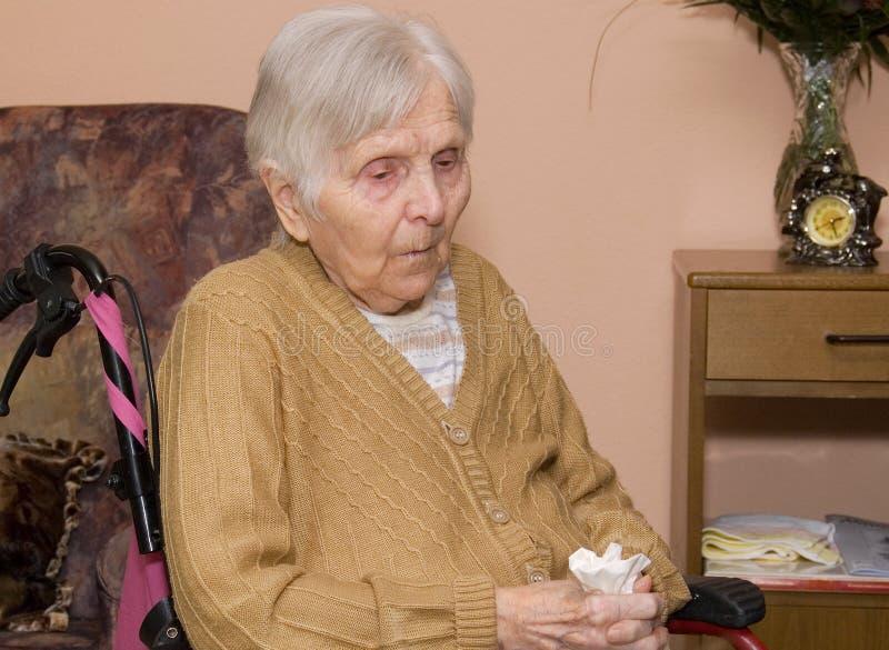 ηλικιωμένη γυναίκα πορτρέ&ta στοκ εικόνα με δικαίωμα ελεύθερης χρήσης