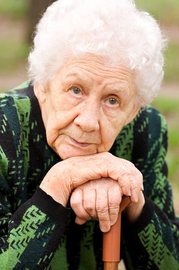 ηλικιωμένη γυναίκα πορτρέ&tau στοκ φωτογραφίες