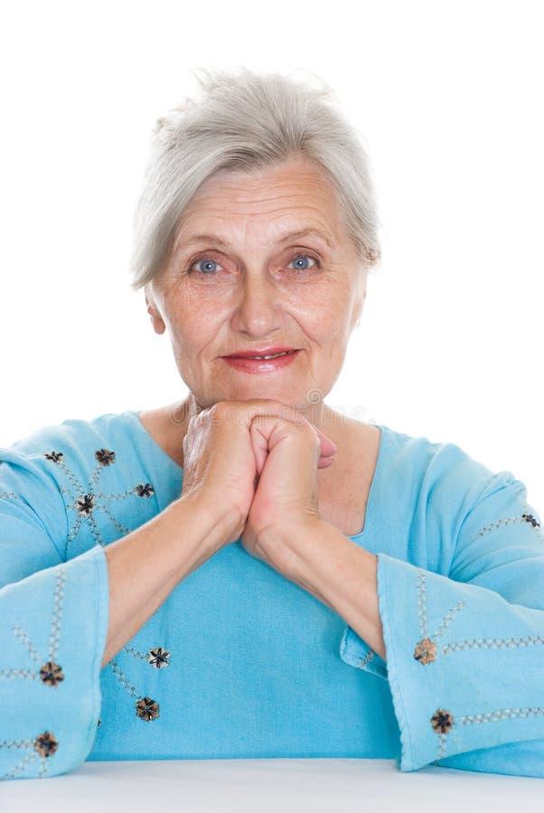 Ηλικιωμένη γυναίκα σε ένα λευκό στοκ φωτογραφία με δικαίωμα ελεύθερης χρήσης