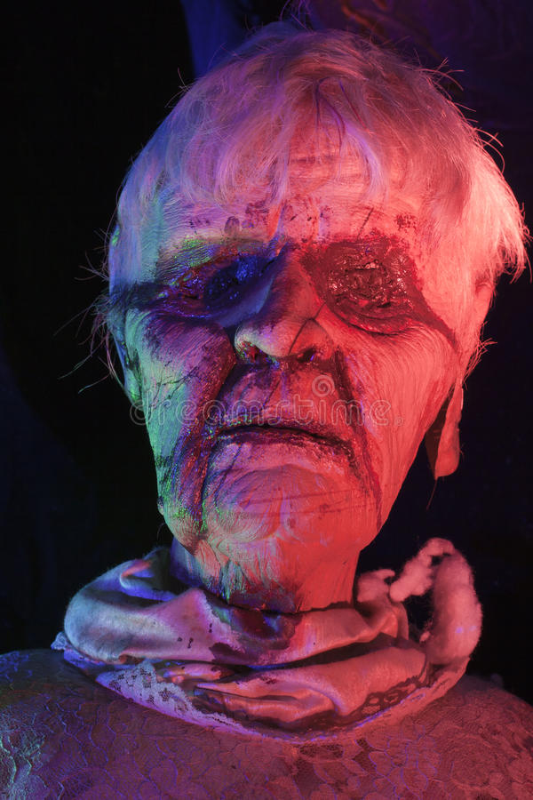 ηλικιωμένη γυναίκα zombie στοκ εικόνες