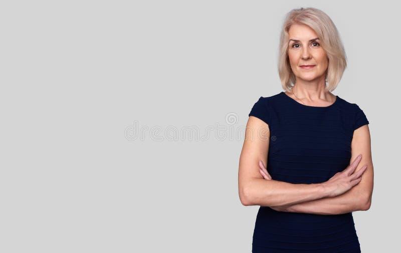 ηλικιωμένη χαμογελώντας γυναίκα στοκ φωτογραφίες με δικαίωμα ελεύθερης χρήσης