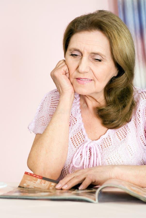 ηλικιωμένη όμορφη γυναίκα στοκ εικόνα