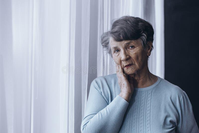 Ηλικιωμένο πρόσωπο που πάσχει από το Alzheimer στοκ φωτογραφία με δικαίωμα ελεύθερης χρήσης