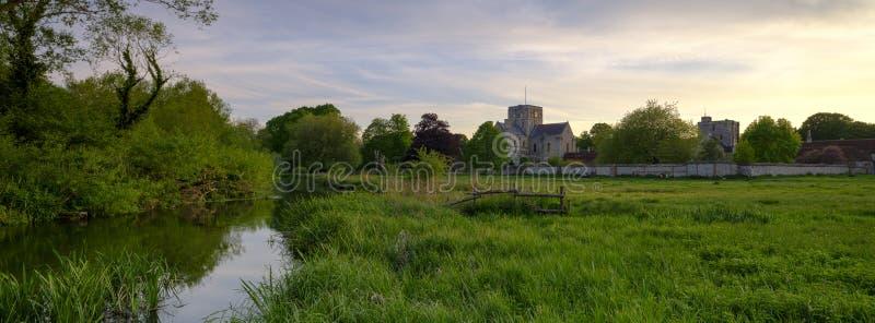 Ηλιοβασίλεμα άνοιξη πέρα από το διαγώνιο νοσοκομείο του ST, Winchester, Χάμπσαϊρ, UK στοκ φωτογραφία