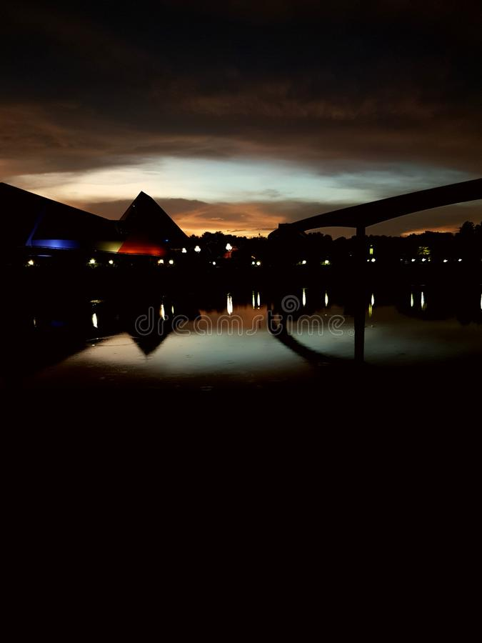 Ηλιοβασίλεμα άποψης όχθεων της λίμνης στοκ φωτογραφία με δικαίωμα ελεύθερης χρήσης