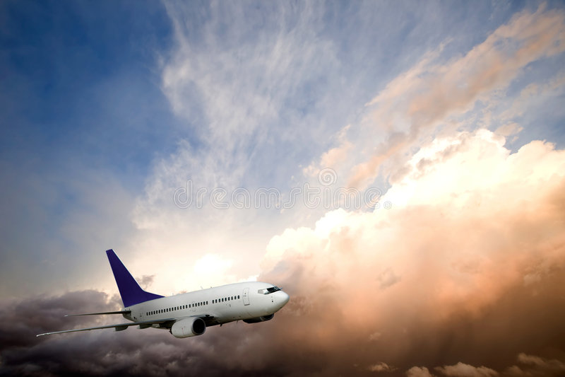 ηλιοβασίλεμα αεροπλάν&omeg στοκ φωτογραφίες