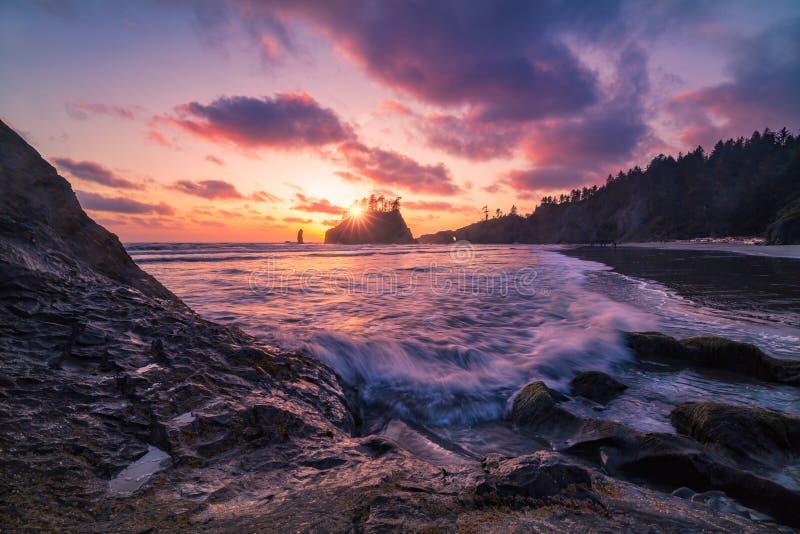 Ηλιοβασίλεμα ακτών της Ουάσιγκτον στοκ φωτογραφία