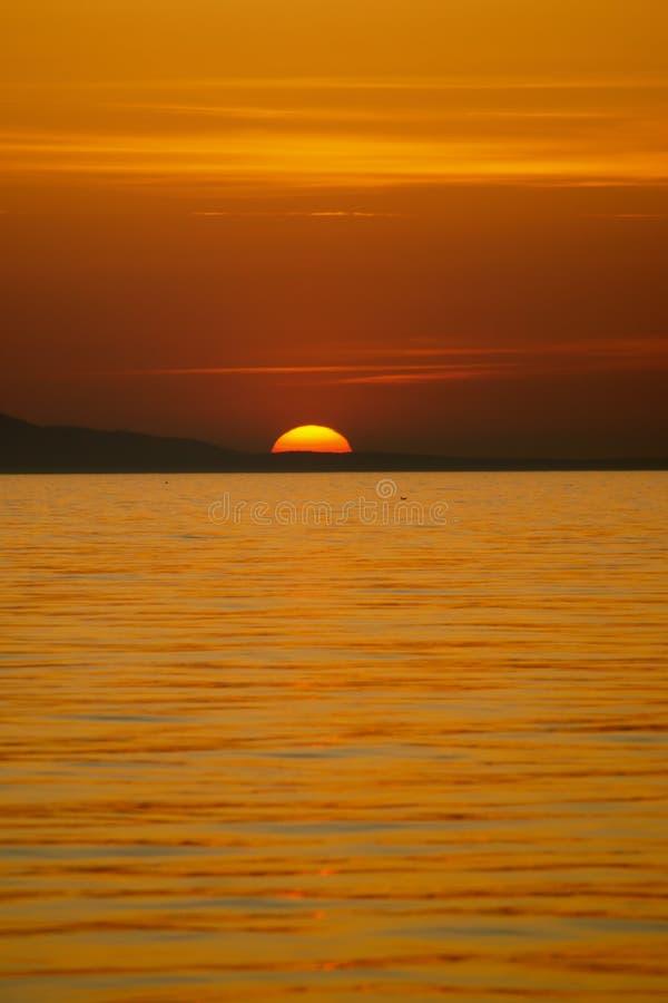 ηλιοβασίλεμα ακτών στοκ φωτογραφία