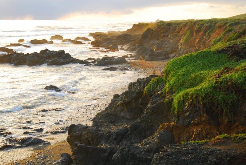 ηλιοβασίλεμα ακτών στοκ εικόνες
