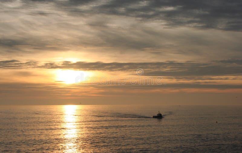 ηλιοβασίλεμα αλιείας &beta στοκ φωτογραφία