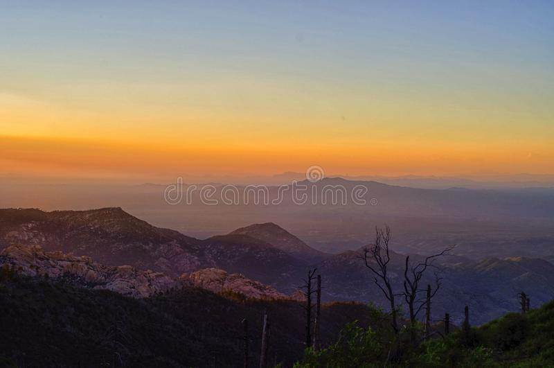 Ηλιοβασίλεμα από την ΑΜ Lemmon στο εθνικό πάρκο Coronado, Tucson AZ στοκ εικόνες με δικαίωμα ελεύθερης χρήσης