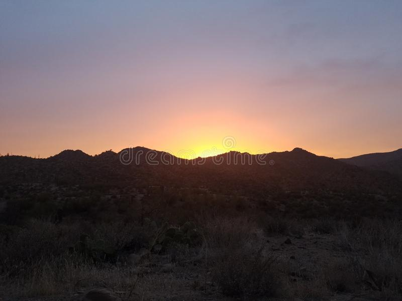 Ηλιοβασίλεμα βουνών ερήμων στοκ εικόνες με δικαίωμα ελεύθερης χρήσης