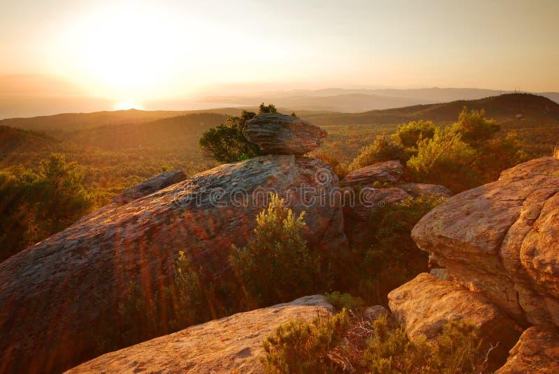 ηλιοβασίλεμα βουνών της στοκ φωτογραφία με δικαίωμα ελεύθερης χρήσης