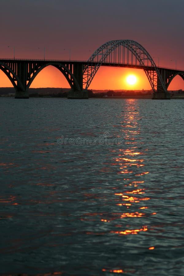 ηλιοβασίλεμα γεφυρών στοκ εικόνες