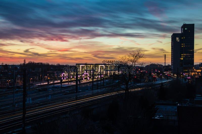 Ηλιοβασίλεμα επάνω από τον κύριο σταθμό τρένου στη Γάνδη, Βέλγιο στοκ εικόνα με δικαίωμα ελεύθερης χρήσης
