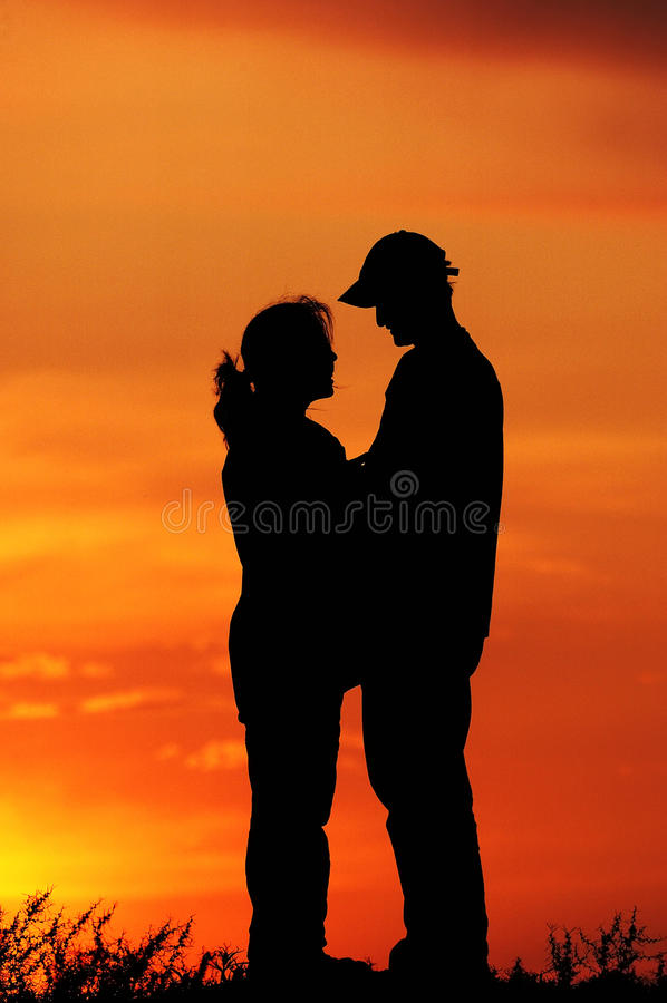 ηλιοβασίλεμα ζευγών στοκ φωτογραφίες