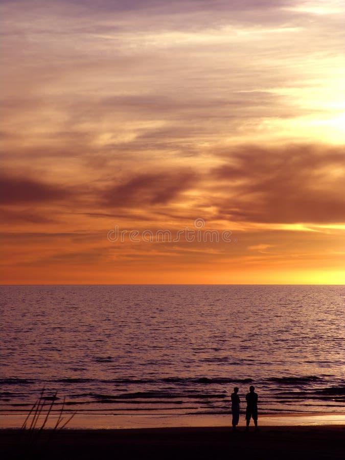 Download ηλιοβασίλεμα ζευγών στοκ εικόνες. εικόνα από ζεύγος, ροζ - 95136