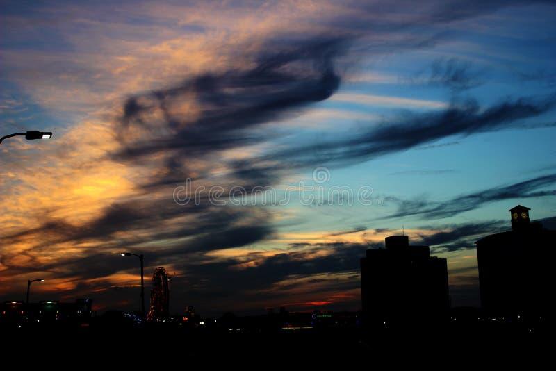 Ηλιοβασίλεμα Η φύση έχει τα χρώματά της στοκ εικόνες με δικαίωμα ελεύθερης χρήσης