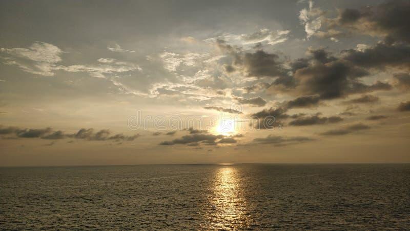 Ηλιοβασίλεμα θαλασσίως στοκ φωτογραφία