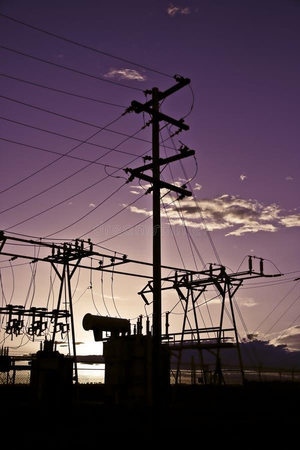 ηλιοβασίλεμα ισχύος πόλ&o στοκ φωτογραφία
