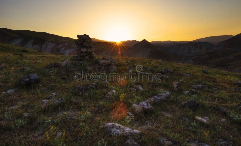 Ηλιοβασίλεμα κάπου στα βουνά στοκ φωτογραφίες