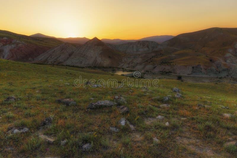 Ηλιοβασίλεμα κάπου στα βουνά στοκ εικόνες με δικαίωμα ελεύθερης χρήσης