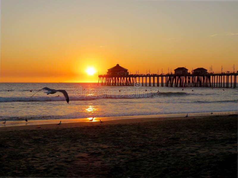 Ηλιοβασίλεμα και άποψη Καλιφόρνιας από την αποβάθρα στοκ φωτογραφίες