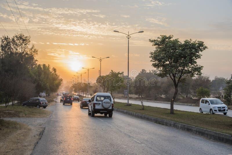 Ηλιοβασίλεμα κεντρικών δρόμων στο Ισλαμαμπάντ στοκ φωτογραφίες