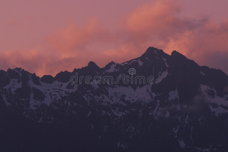 Download ηλιοβασίλεμα κορυφογραμμών βουνών Στοκ Εικόνες - εικόνα: 124742