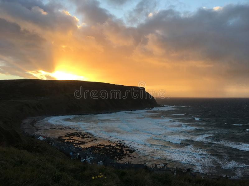 Ηλιοβασίλεμα κόλπων Gamrie στοκ εικόνες