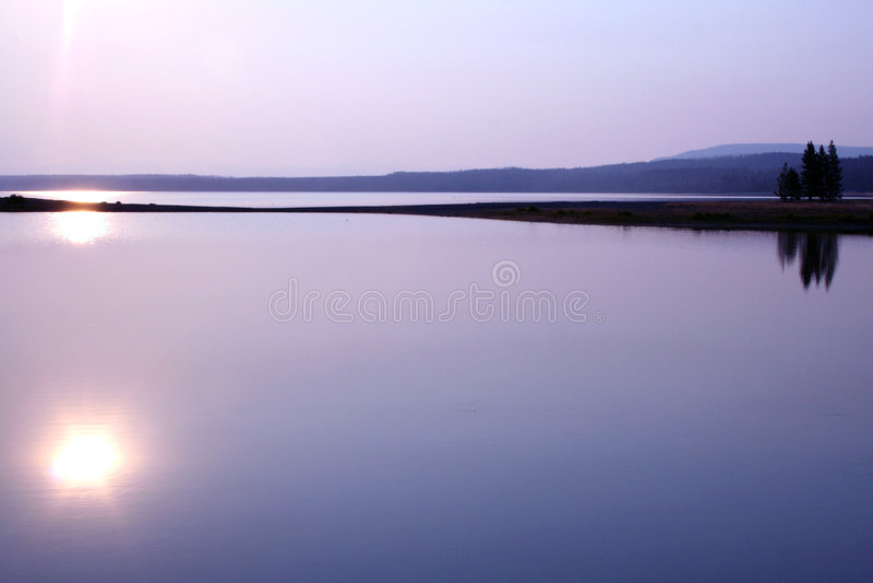 ηλιοβασίλεμα λιμνών στοκ φωτογραφίες με δικαίωμα ελεύθερης χρήσης