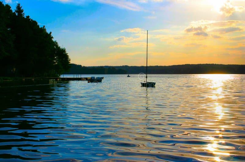 Download ηλιοβασίλεμα μοναδικό στοκ εικόνα. εικόνα από σύννεφο, καλοκαίρι - 375673