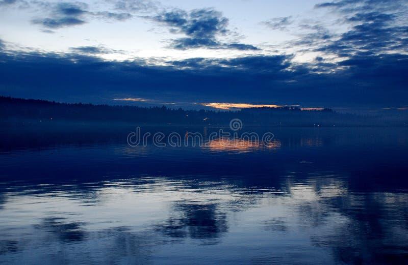 ηλιοβασίλεμα μπλε ουρ&al στοκ φωτογραφία