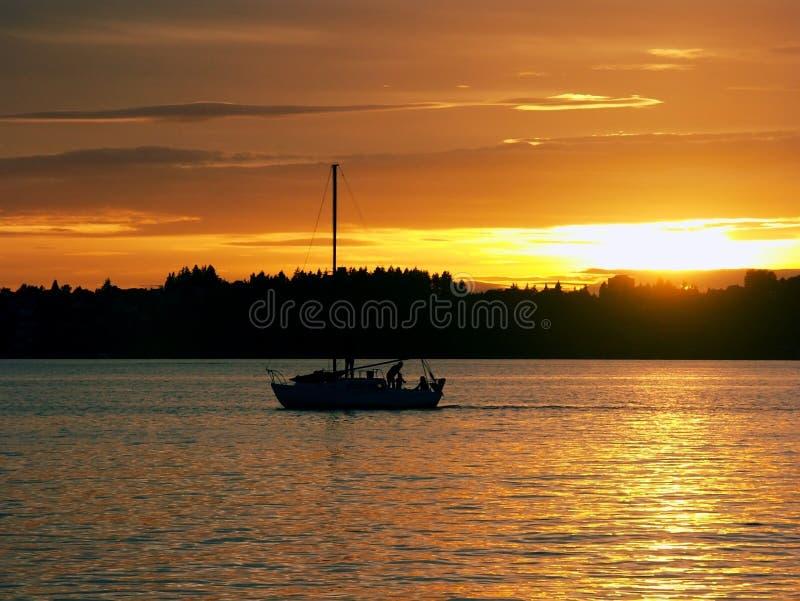ηλιοβασίλεμα ναυσιπλοΐας στοκ εικόνες με δικαίωμα ελεύθερης χρήσης
