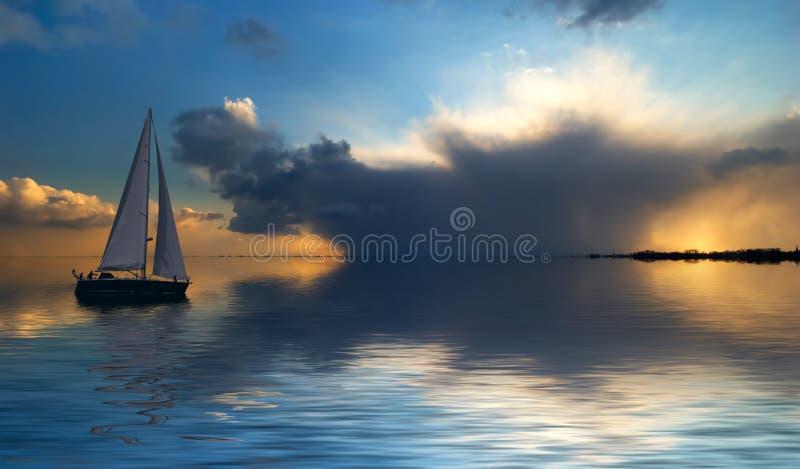 ηλιοβασίλεμα ναυσιπλοΐας στοκ φωτογραφίες με δικαίωμα ελεύθερης χρήσης