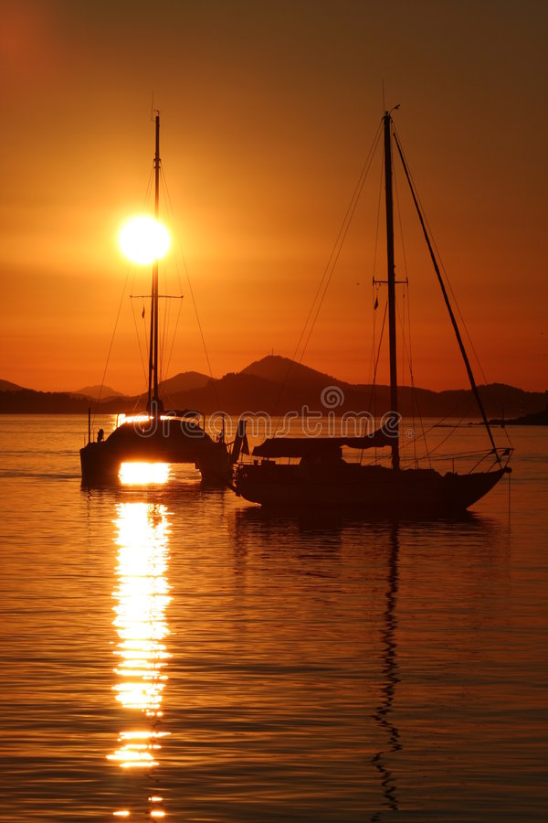 ηλιοβασίλεμα ναυσιπλ&omicro στοκ εικόνα με δικαίωμα ελεύθερης χρήσης