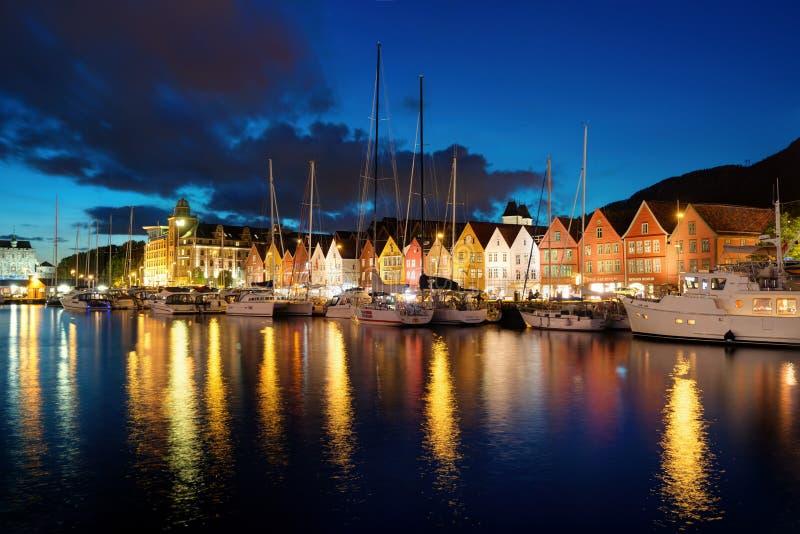 Ηλιοβασίλεμα Νορβηγία του Μπέργκεν στοκ εικόνες