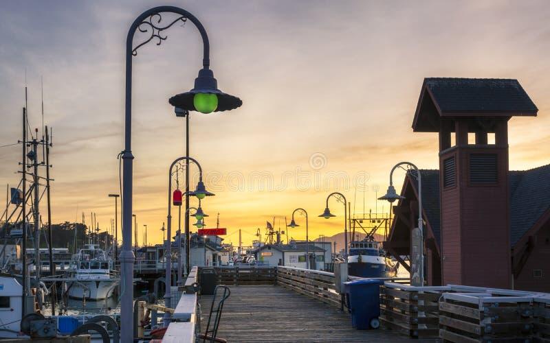 Ηλιοβασίλεμα πέρα από την αποβάθρα Fishermans, Σαν Φρανσίσκο, Καλιφόρνια, Ηνωμένες Πολιτείες της Αμερικής, Βόρεια Αμερική στοκ φωτογραφία με δικαίωμα ελεύθερης χρήσης