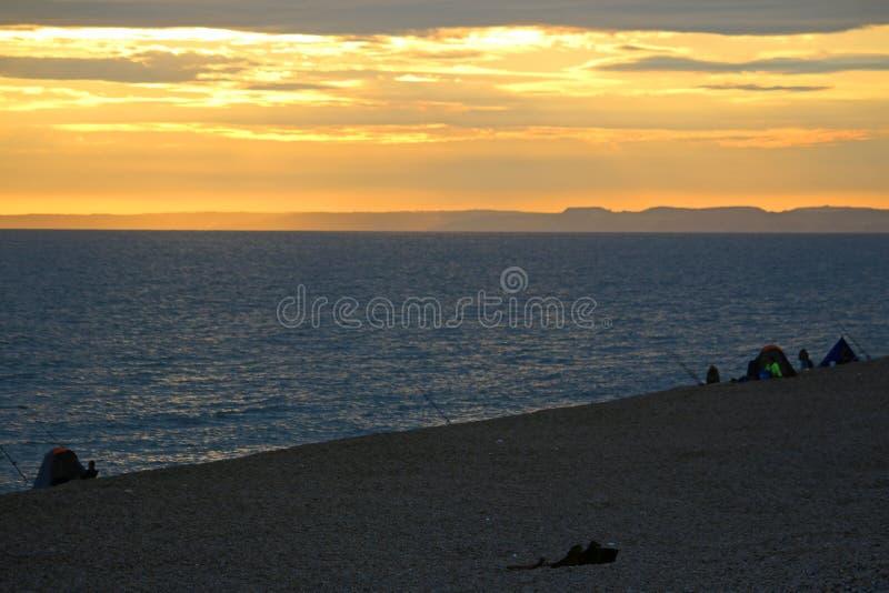 Ηλιοβασίλεμα πέρα από την τράπεζα Chesil στοκ εικόνες με δικαίωμα ελεύθερης χρήσης