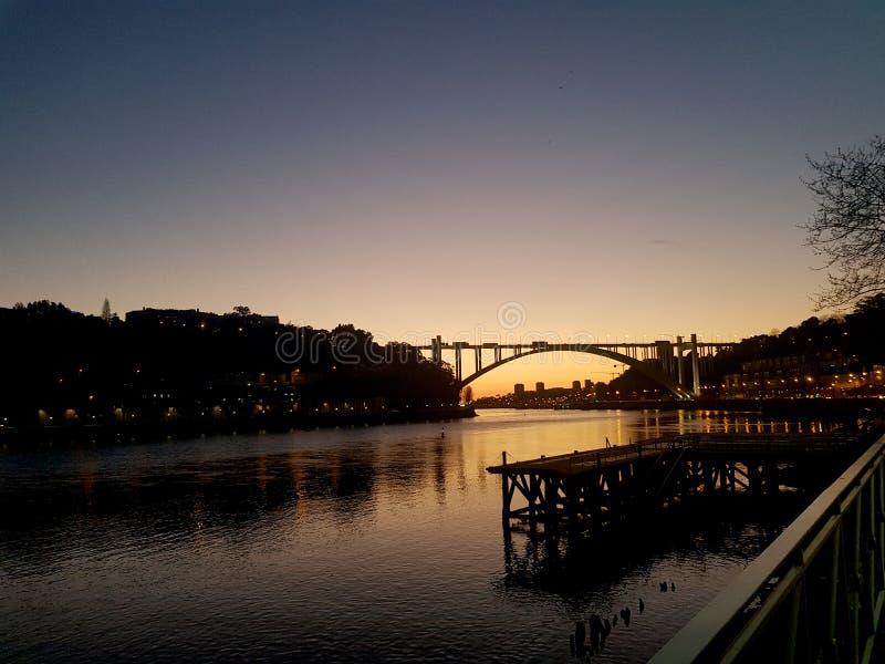 Ηλιοβασίλεμα πέρα από τον ποταμό Douro στοκ εικόνες