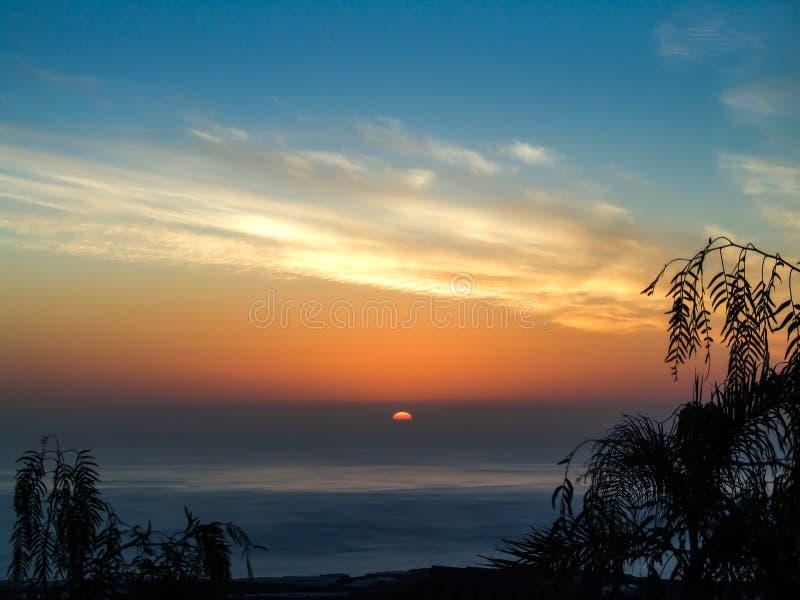 Ηλιοβασίλεμα πέρα από τον ωκεανό στοκ εικόνες με δικαίωμα ελεύθερης χρήσης