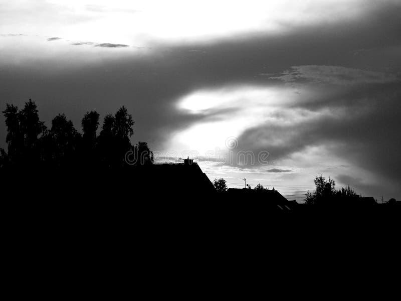 Ηλιοβασίλεμα πέρα από το κτήμα Opole στοκ φωτογραφία με δικαίωμα ελεύθερης χρήσης