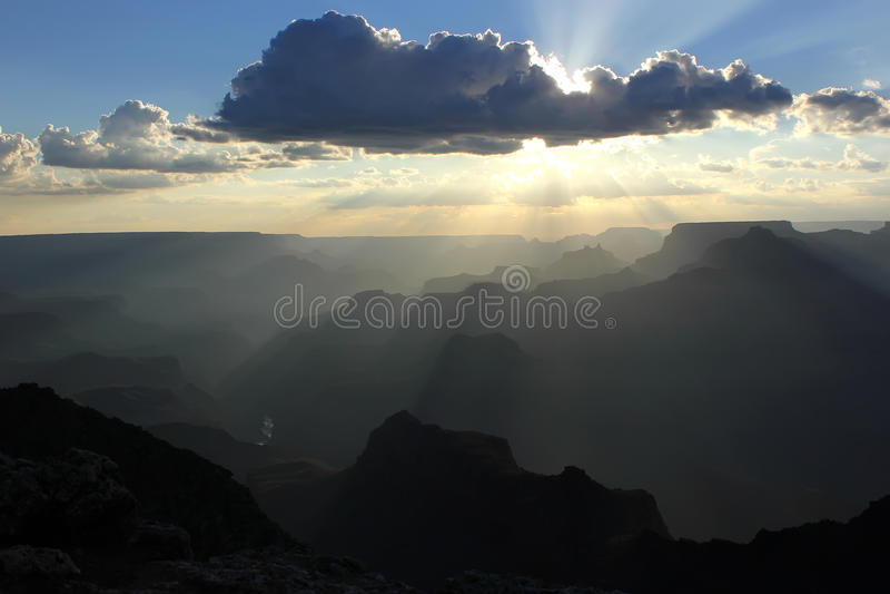 Ηλιοβασίλεμα πέρα από το μεγάλο φαράγγι στοκ εικόνες