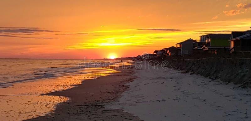 Ηλιοβασίλεμα πέρα από το νερό στοκ εικόνες με δικαίωμα ελεύθερης χρήσης