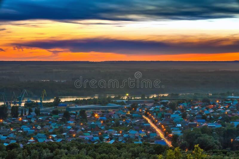 Ηλιοβασίλεμα πέρα από το Ufa, Bashkortostan, Ρωσία στοκ εικόνα με δικαίωμα ελεύθερης χρήσης