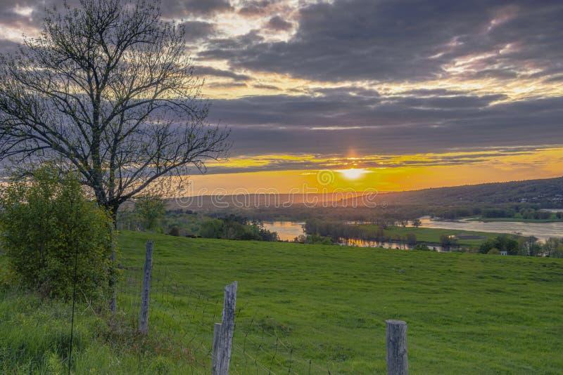 Ηλιοβασίλεμα πέρα από Fredericton, NB στοκ εικόνες